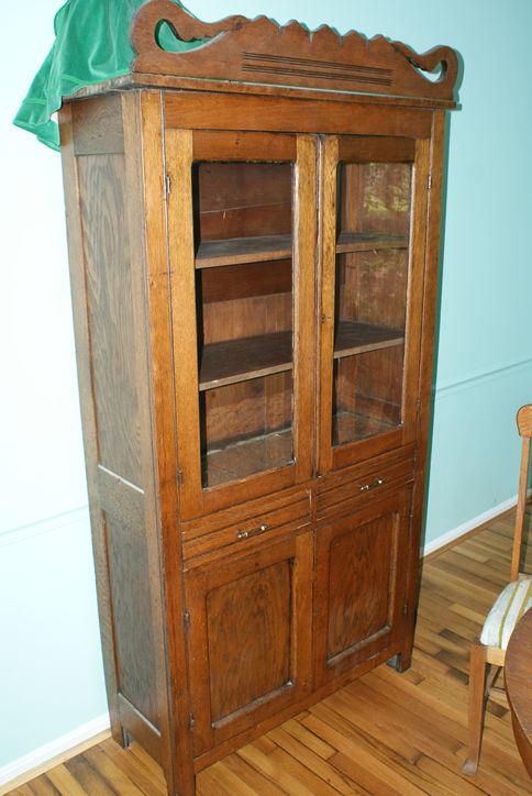 June 7th 2014 auction 066c dsc00629 oak kitchen cabinet jpg for Auctions for kitchen cabinets